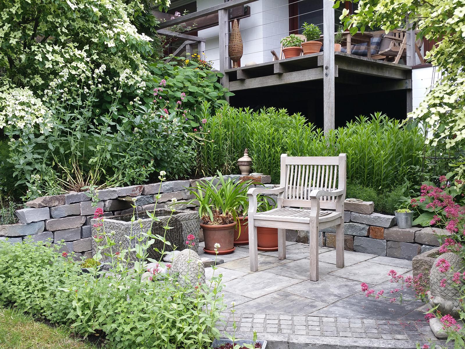 Romantisch Verspielter Garten